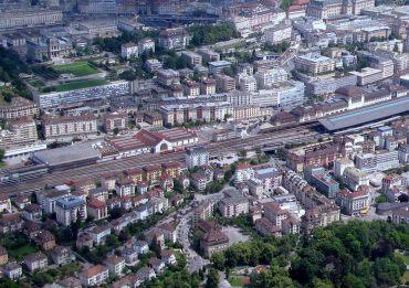 Halle_CFF_aux_locomotives_et_Gare_de_lausanne